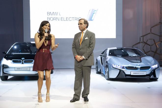Cặp đôi BMW i3 và i8 trình diễn ấn tượng cùng người đẹp Mission Impossible 4 ảnh 13