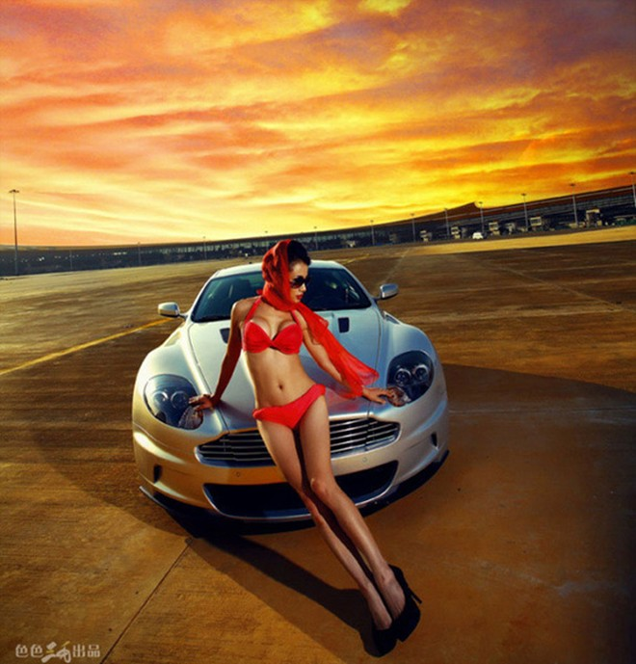 """Phát sốt vì người đẹp """"rực lửa"""" bên Aston Martin ảnh 6"""