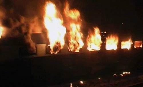 Ấn Độ: Lại cháy tàu tốc hành , ít nhất 7 người thiệt mạng ảnh 4