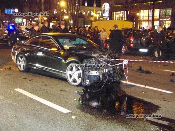"""Hãi hùng Bentley Continental Flying Spur """"nổi điên"""" trên phố ảnh 6"""
