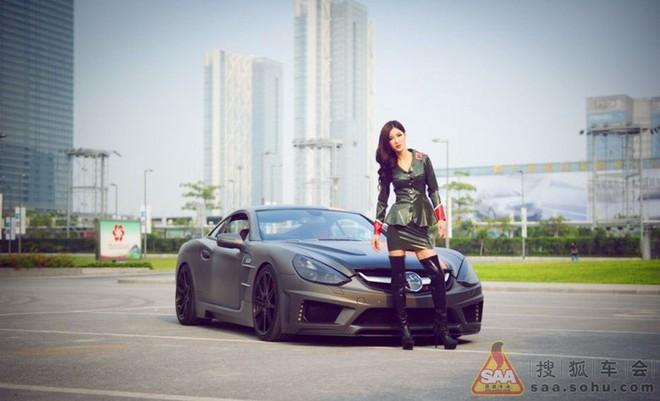 """Mỹ nữ châu Á """"lả lướt"""" bên siêu xe Carlsson C25 ảnh 2"""