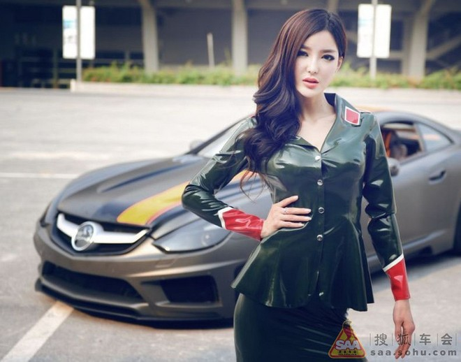 """Mỹ nữ châu Á """"lả lướt"""" bên siêu xe Carlsson C25 ảnh 3"""