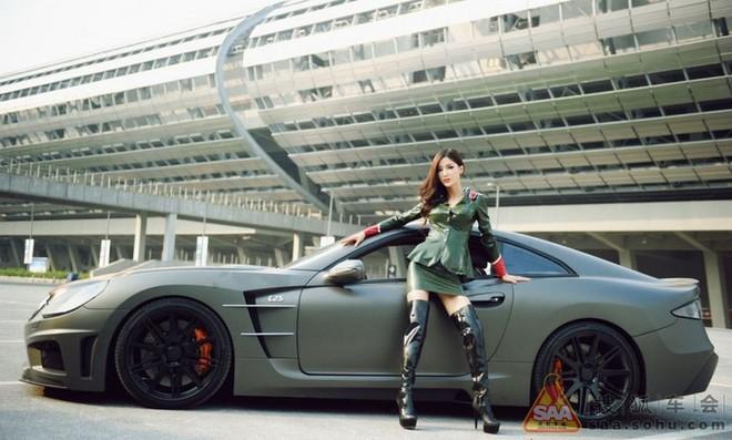 """Mỹ nữ châu Á """"lả lướt"""" bên siêu xe Carlsson C25 ảnh 4"""