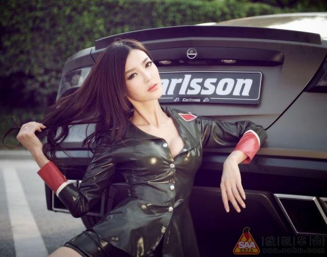 """Mỹ nữ châu Á """"lả lướt"""" bên siêu xe Carlsson C25 ảnh 5"""