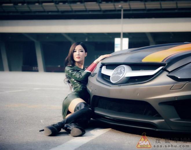 """Mỹ nữ châu Á """"lả lướt"""" bên siêu xe Carlsson C25 ảnh 6"""