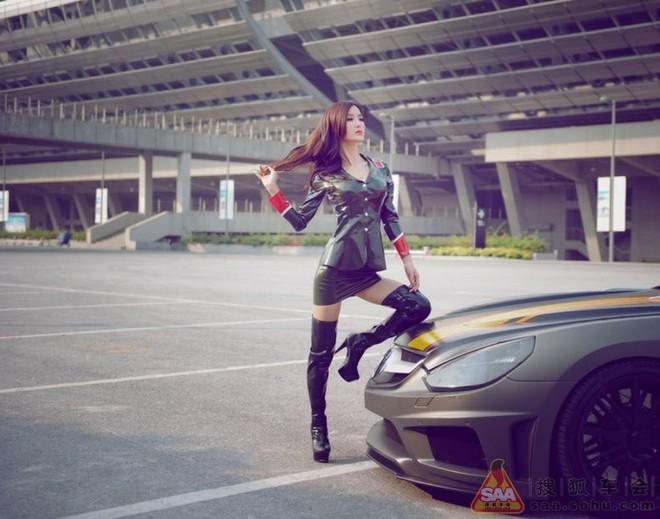 """Mỹ nữ châu Á """"lả lướt"""" bên siêu xe Carlsson C25 ảnh 7"""