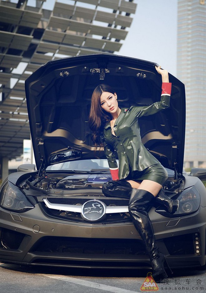 """Mỹ nữ châu Á """"lả lướt"""" bên siêu xe Carlsson C25 ảnh 8"""