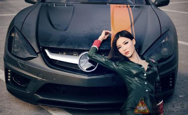 """Mỹ nữ châu Á """"lả lướt"""" bên siêu xe Carlsson C25 ảnh 9"""