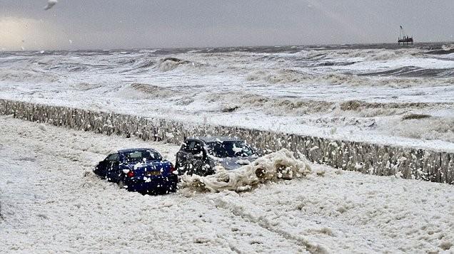 """Bí ẩn """"biển"""" bọt bẩn tại Vương quốc Anh ảnh 1"""