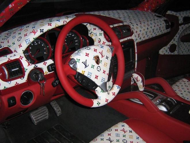 Độc đáo chiếc xe hơi của tín đồ thời trang hàng hiệu Louis Vuitton ảnh 1