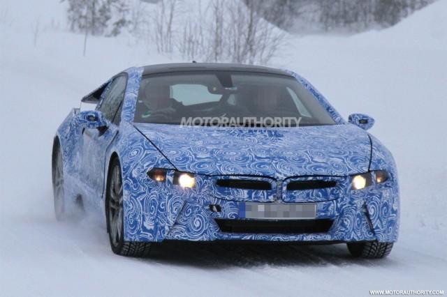 """Ảnh nóng BMW i8 """"khổ luyện"""" ở Bắc Cực ảnh 1"""