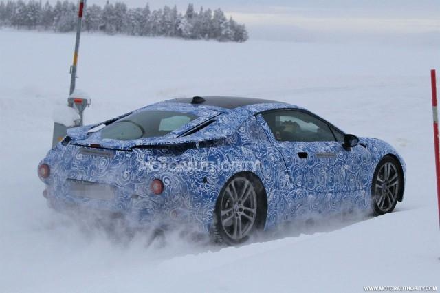 """Ảnh nóng BMW i8 """"khổ luyện"""" ở Bắc Cực"""