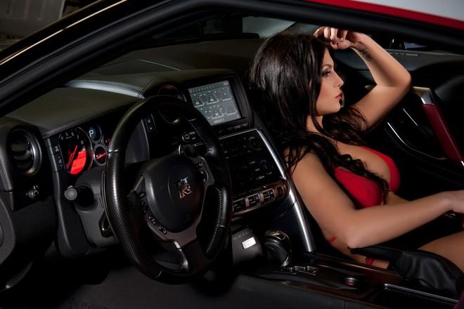 """Ngất ngây trước sự kết hợp của Nissan GT-R và Hoa hâu """"xế"""" độ ảnh 4"""