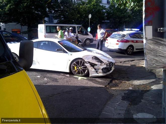 """Lại một chiếc Ferrari nữa """"gặp nạn"""" ảnh 3"""