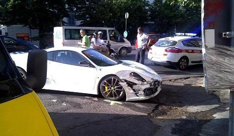 """Lại một chiếc Ferrari nữa """"gặp nạn"""" ảnh 1"""