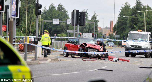 """Kinh hoàng BMW """"điên"""" tông thẳng vào xe nôi, 2 cháu bé tử nạn ảnh 3"""