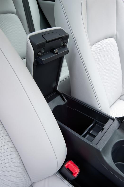 """Xe sang nhà Lexus được """"nâng đời"""" với giá bán hấp dẫn ảnh 4"""