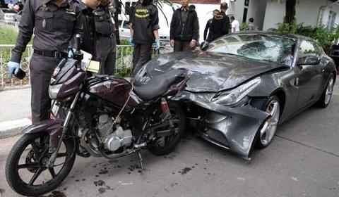 """Siêu xe Ferrari FF """"phóng ẩu"""" đâm chết 1 cảnh sát ảnh 2"""