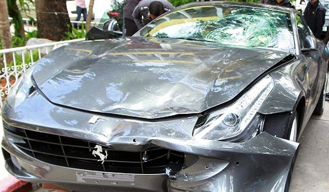 """Siêu xe Ferrari FF """"phóng ẩu"""" đâm chết 1 cảnh sát ảnh 1"""