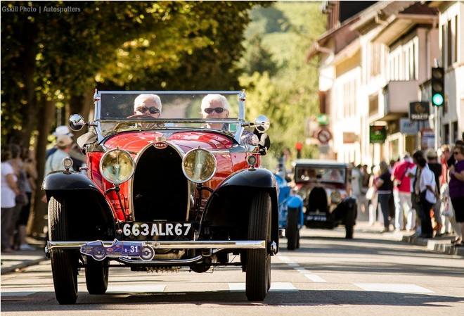 Chiêm ngưỡng dàn siêu xe Bugatti quần tụ tại Pháp ảnh 10