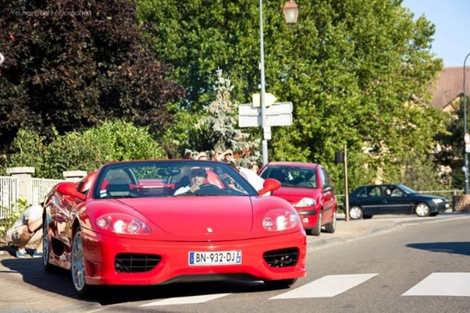 Chiêm ngưỡng dàn siêu xe Bugatti quần tụ tại Pháp ảnh 2