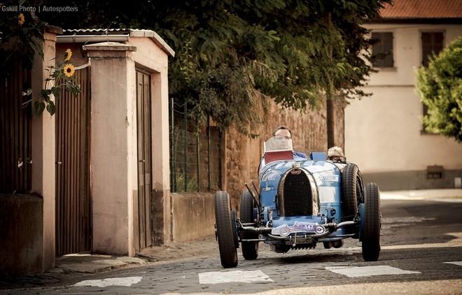 Chiêm ngưỡng dàn siêu xe Bugatti quần tụ tại Pháp ảnh 4
