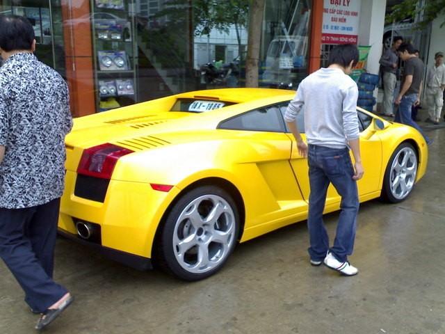 """""""Siêu bò"""" Lamborghini Gallardo có nguy cơ bốc cháy bất ngờ ảnh 4"""