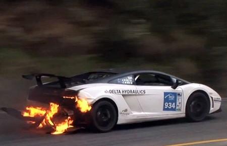 """""""Siêu bò"""" Lamborghini Gallardo có nguy cơ bốc cháy bất ngờ ảnh 1"""