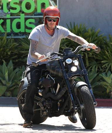 Điểm danh bộ sưu tập xế hộp khổng lồ của David Beckham ảnh 13