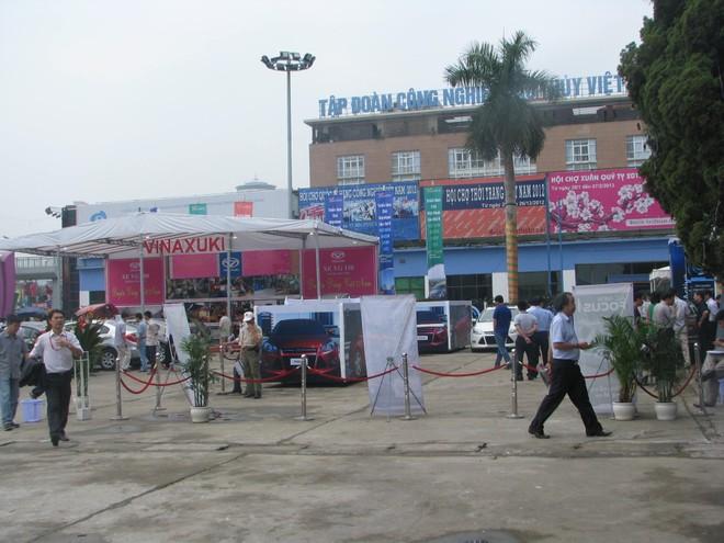 """Choáng ngợp với xe và """"chân dài"""" tại Vietnam Motor Show 2012 ảnh 1"""
