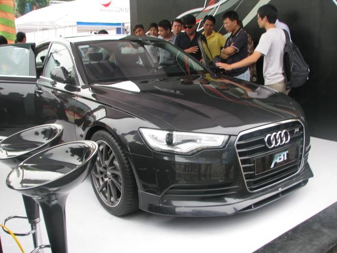 """Choáng ngợp với xe và """"chân dài"""" tại Vietnam Motor Show 2012 ảnh 3"""