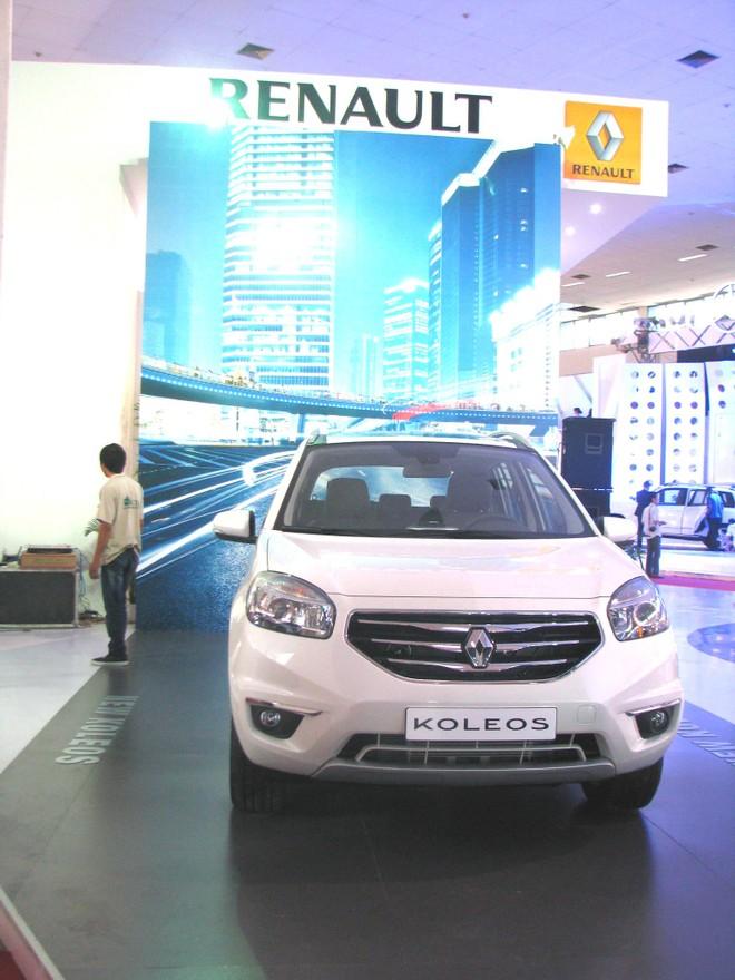 """Choáng ngợp với xe và """"chân dài"""" tại Vietnam Motor Show 2012 ảnh 6"""