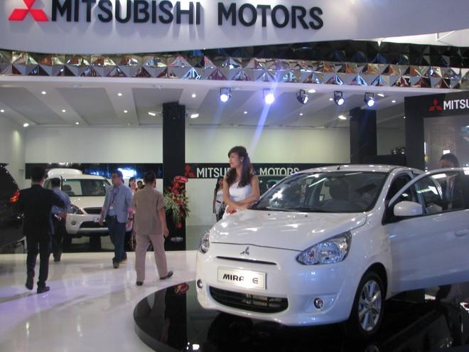 """Choáng ngợp với xe và """"chân dài"""" tại Vietnam Motor Show 2012 ảnh 11"""