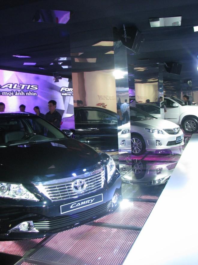 """Choáng ngợp với xe và """"chân dài"""" tại Vietnam Motor Show 2012 ảnh 15"""