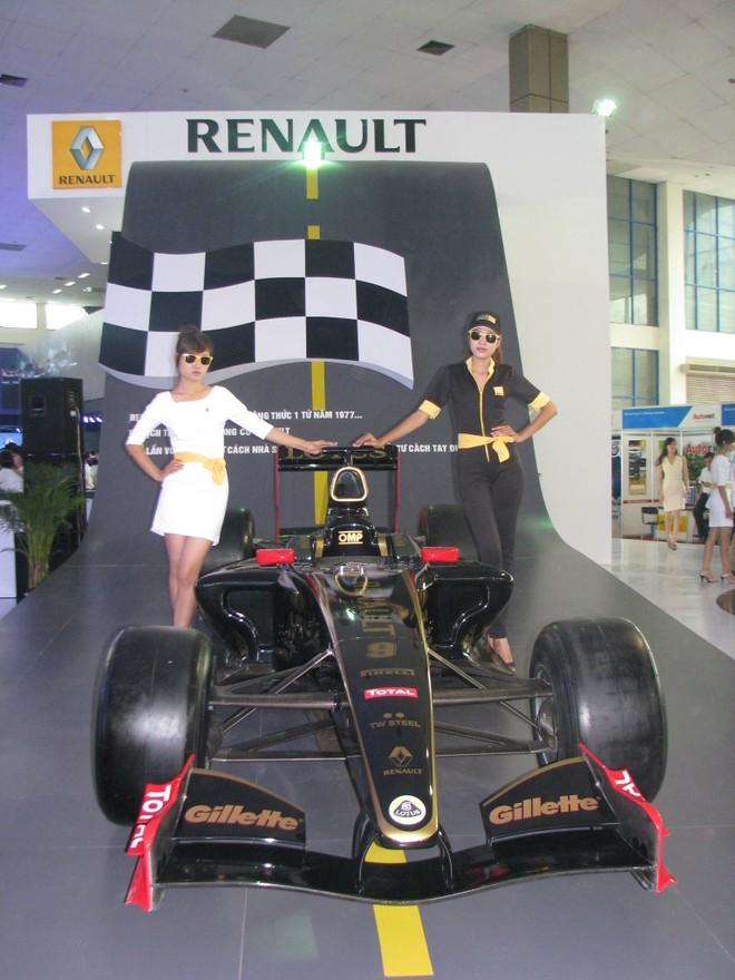 """Choáng ngợp với xe và """"chân dài"""" tại Vietnam Motor Show 2012 ảnh 5"""