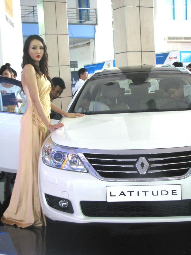 """Choáng ngợp với xe và """"chân dài"""" tại Vietnam Motor Show 2012 ảnh 7"""