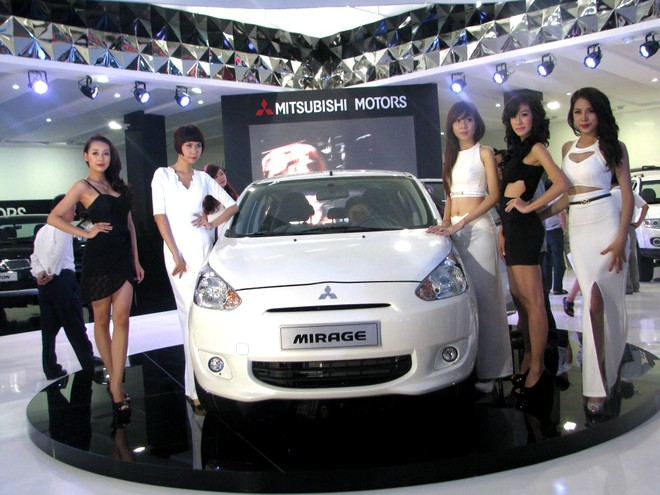 """Choáng ngợp với xe và """"chân dài"""" tại Vietnam Motor Show 2012 ảnh 13"""