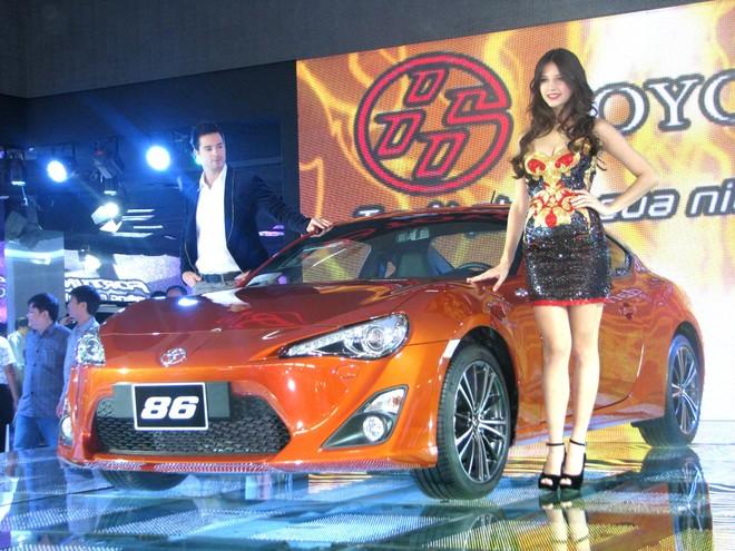 """Choáng ngợp với xe và """"chân dài"""" tại Vietnam Motor Show 2012 ảnh 17"""