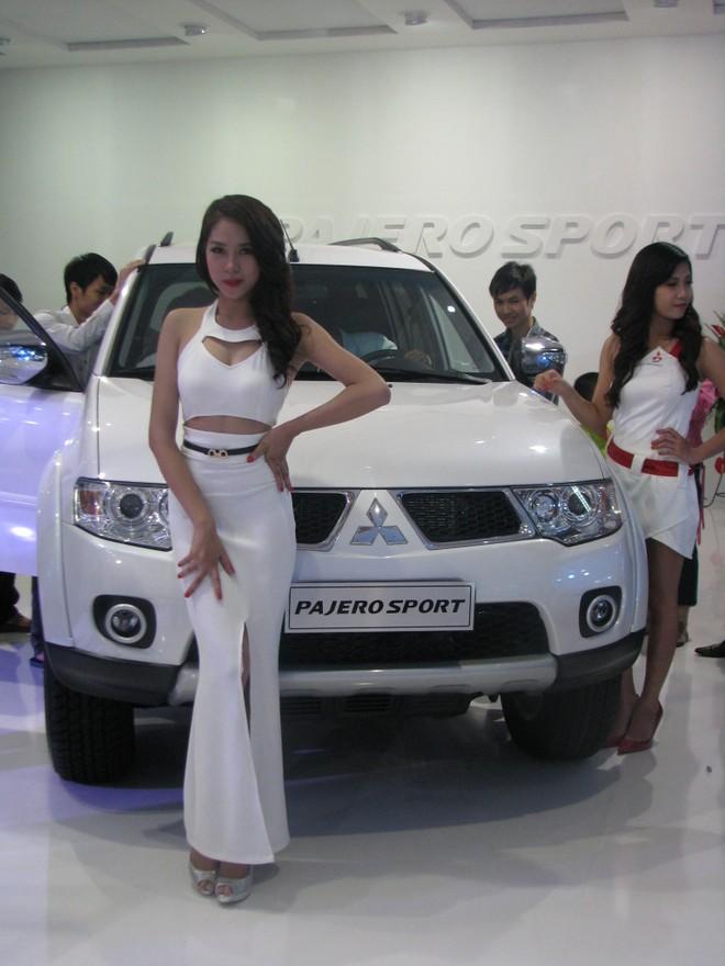 """Choáng ngợp với xe và """"chân dài"""" tại Vietnam Motor Show 2012 ảnh 12"""