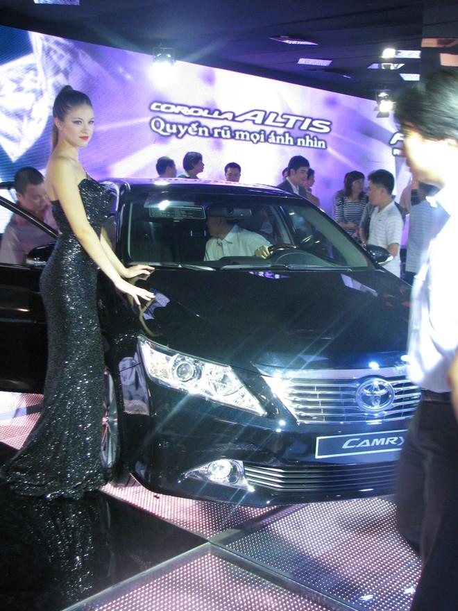 """Choáng ngợp với xe và """"chân dài"""" tại Vietnam Motor Show 2012 ảnh 16"""