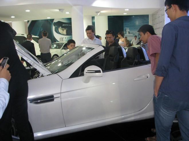 """Choáng ngợp với xe và """"chân dài"""" tại Vietnam Motor Show 2012 ảnh 10"""