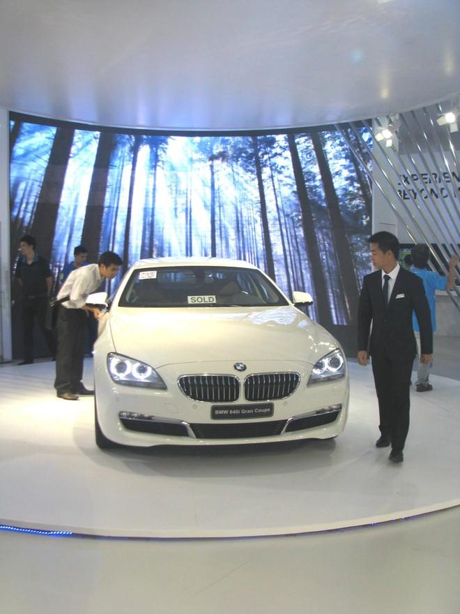 """Choáng ngợp với xe và """"chân dài"""" tại Vietnam Motor Show 2012 ảnh 21"""
