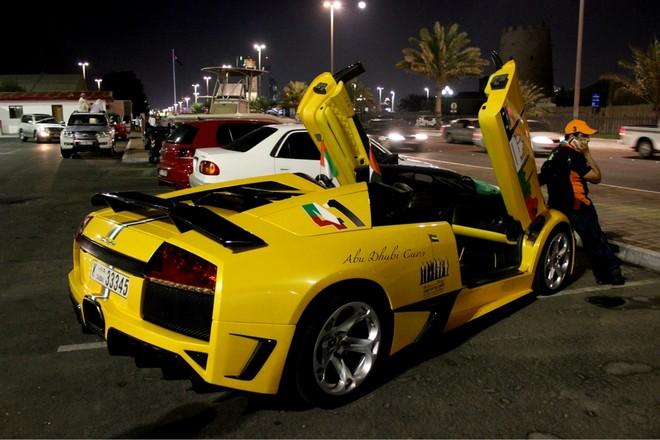 Hàng loạt siêu xe xuất hiện trong ngày Quốc khánh của UAE ảnh 3