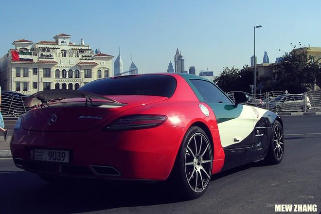 Hàng loạt siêu xe xuất hiện trong ngày Quốc khánh của UAE ảnh 4