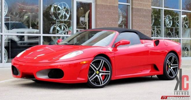 """Ngắm Ferrari F430 biến hóa thành chú """"nhện đỏ"""" ảnh 1"""