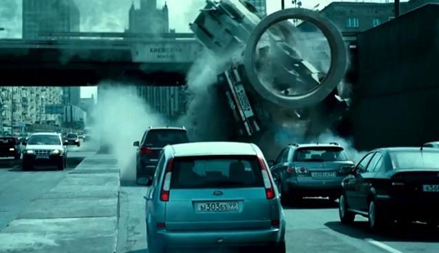 Kỷ lục 132 chiếc ôtô bị phá tan trong phim bom tấn Die Hard 5 ảnh 1