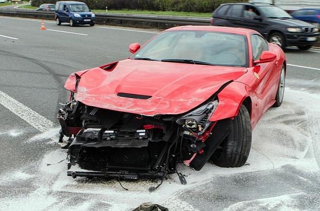 Tài xế mất lái, siêu xe 7 tỉ hỏng nặng từ trong ra ngoài ảnh 2