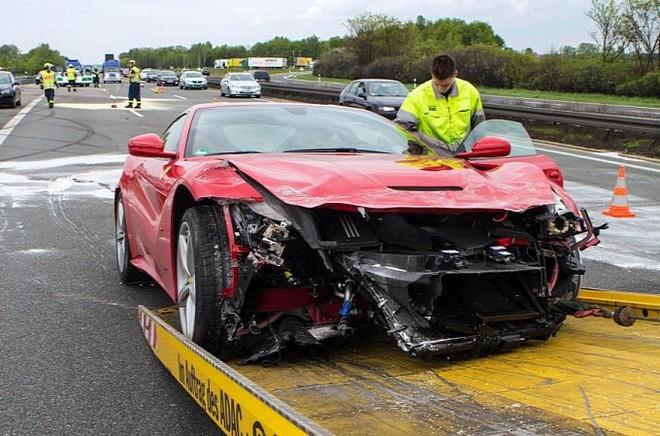 Tài xế mất lái, siêu xe 7 tỉ hỏng nặng từ trong ra ngoài ảnh 4