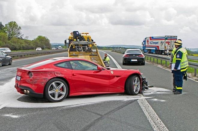 Tài xế mất lái, siêu xe 7 tỉ hỏng nặng từ trong ra ngoài ảnh 5