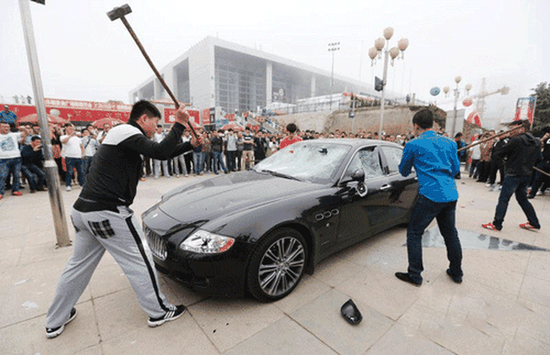 Đại gia thuê người đập nát siêu xe Maserati 8.8 tỉ đồng ảnh 3